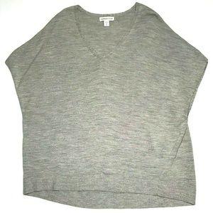 1X Gray V Neck Wool Blend Short Sleeve Sweater GUC